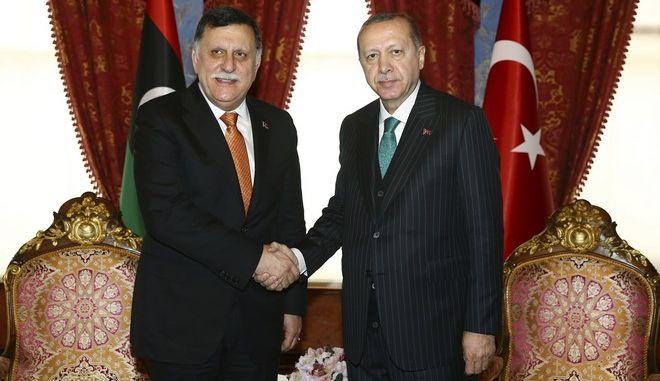 Ο Ταγίπ Ερντογάν και ο  Fayez al-Sarraj