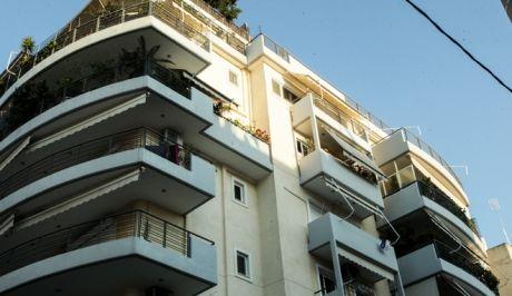 Πτώση γυναίκας και του παιδιού της από τον 5ο όροφο πολυκατοικίας στο Νέο Κόσμο, Τρίτη 19 Μαρτίου 2019.  (EUROKINISSI/ ΧΡΗΣΤΟΣ ΜΠΟΝΗΣ)