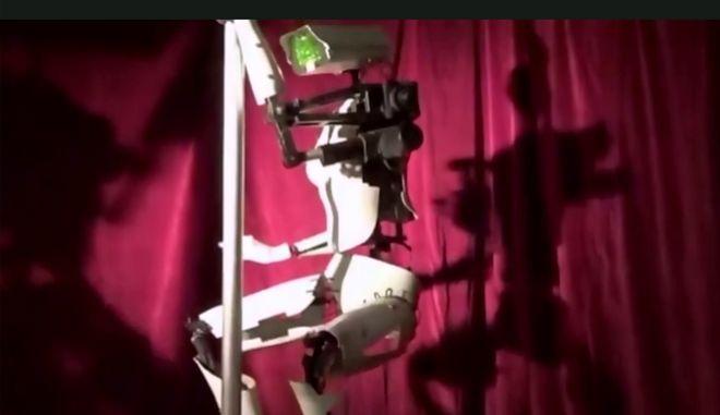 Οι χορεύτριες pole dancing του μέλλοντος είναι εδώ και είναι ρομπότ