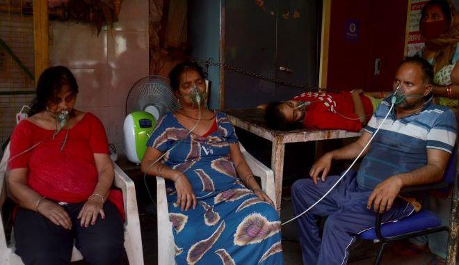 Άνθρωποι με οξυγόνο στην Ινδία