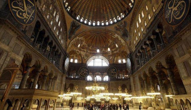 Νέες τουρκικές προκλήσεις και μόνιμος ιμάμης στην Αγιά Σοφιά
