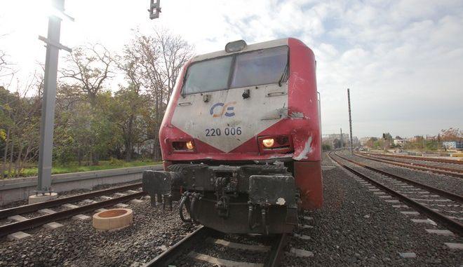 Συρμός του Προαστιακού που εκτελούσε το δρομολόγιο Χαλκίδα β Πειραιάς συγκρούστηκε μετωπικά με τρένο του ΟΣΕ που ήταν ακινητοποιημένο σε διασταύρωση κοντά στο σταθμό του Ρούφ. την Τρίτη 18 Νοεμβρίου 2014. Η κενή αμαξοστοιχία είχε προορισμό τον Σταθμό Λαρίσης, όπου θα επιβιβάζονταν οι ταξιδιώτες για την Καλαμπάκα. Και οι δυο συρμοί κινούνταν με μικρή ταχύτητα. Σύμφωνα με την επίσημη ανακοίνωση του ΟΣΕ, στο συρμό του Προαστιακού επέβαιναν 20 άνθρωποι. (EUROKINISSI/ΚΩΣΤΑΣ ΚΑΤΩΜΕΡΗΣ)