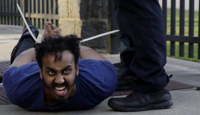 Διαδηλωτής συλλαμβάνεται στις ΗΠΑ