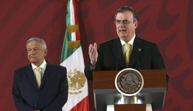 Ο Μαρσέλο Εμπράρδ, υπουργός Εξωτερικών του Μεξικού και ο πρόεδρος Αντρές Μανουέλ Λόπες Ομπραδόρ.