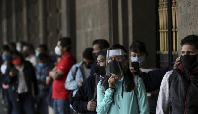 Πολίτες με μάσκα στο Μεξικό