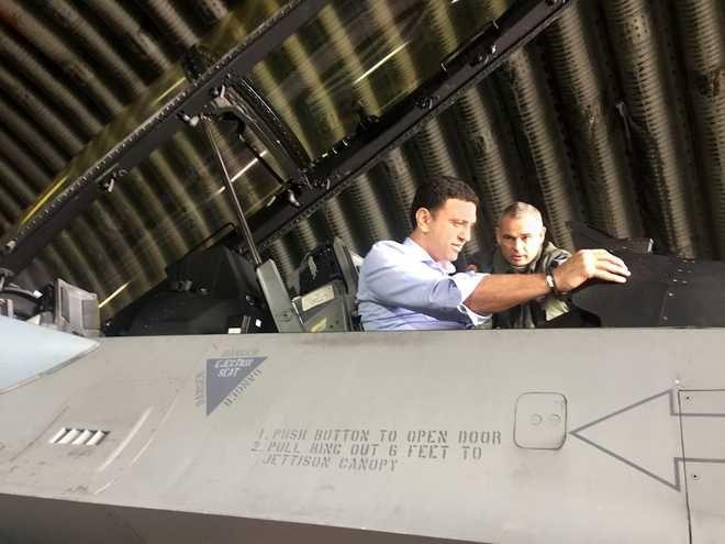 Στον εξομοιωτή των F-16 o Κικίλιας