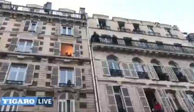 Κορονοϊός: Τενόρος στο Παρίσι δίνει καθημερινά συναυλίες από το μπαλκόνι του