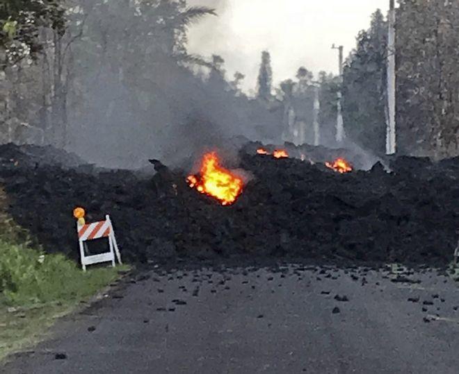 Λάβα έχει κλείσει το δρόμο στη Χαβάη