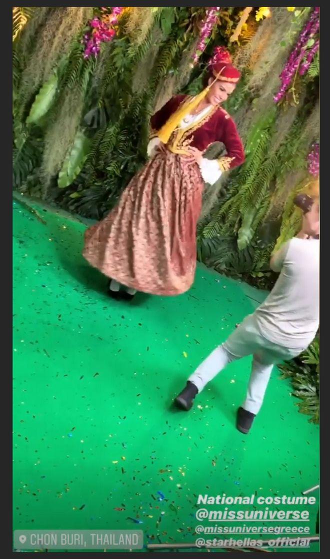 Η Ιωάννα Μπέλλα με παραδοσιακή φορεσιά
