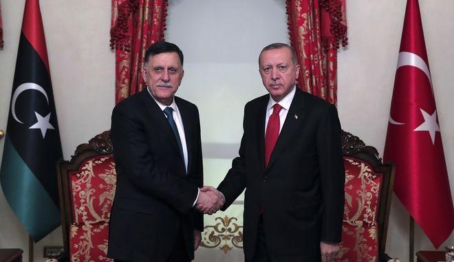 Αιφνίδια συνάντηση Ερντογάν με πρωθυπουργό Λιβύης Σάρατζ
