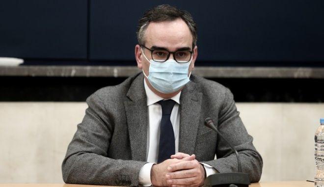 Ο αναπληρωτής υπουργός Υγείας, Βασίλης Κοντοζαμάνης