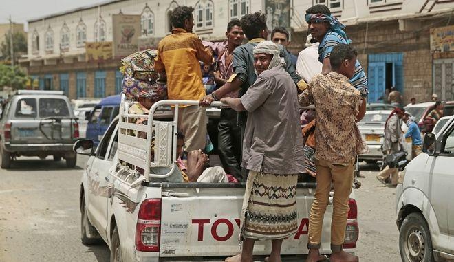 Εκτοπισμένοι της Σαναά φτάνουν στο λιμάνι της Αλ Χουνταϊντά στην Υεμένη