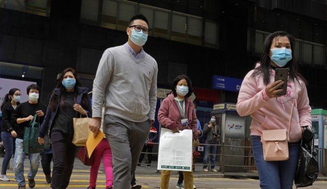 Άνθρωποι με ιατρικές μάσκες