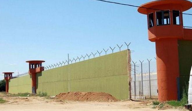 Υπόθεση Καρέλι: Για υπόθαλψη εγκληματία κατηγορείται ο διευθυντής των φυλακών Νιγρίτας