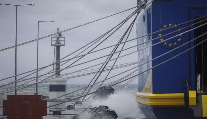 Δεμένα πλοία στα λιμάνια