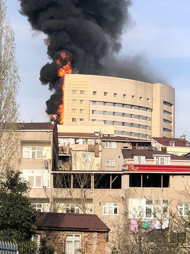 Στις φλόγες νοσοκομείο στην Κωνσταντινούπολη