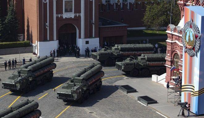 Ρωσικά αντιπυραυλικά συστήματα S-400 παρελαύνουν στη Μόσχα