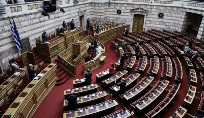 Ενός λεπτού σιγή στην Ολομέλεια της Βουλής στην μνήμη του Φίλιππου Πετσάλνικου την Τρίτη 17 Μαρτίου 2020.
