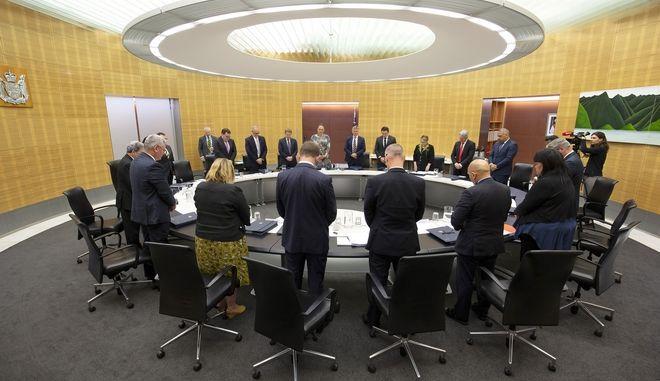 To υπουργικό συμβούλιο τιμά τους νεκρούς