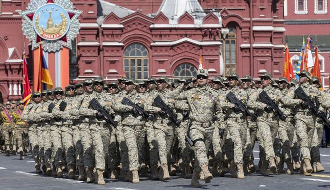 Soldiers from the Azerbaijan Army Special Forces march along the Red Square during the Victory Parade marking the 70th anniversary of the defeat of the Nazi Germany in World War II, in Moscow, Russia, Saturday, May 9, 2015. (AP Photo/Alexander Zemlianichenko, pool)