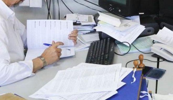 Μπόνους σε υπαλλήλους της εφορίας για να πιάνουν φοροφυγάδες