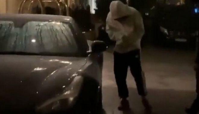 Δεν μπορούσε να ανοίξει τη Ferrari του μέσα στο κρύο ο Νεϊμάρ!