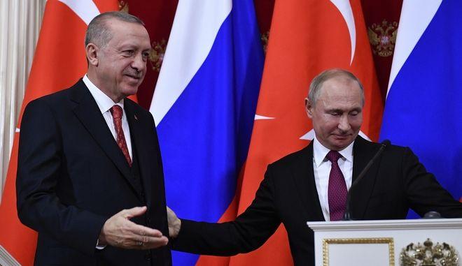 Ο Τούρκος πρόεδρος Ρετζέπ Ταγίπ Ερντογάν και ο Ρώσος ομόλογός του Βλαντιμίρ Πούτιν στο Κρεμλίνο τον Ιανουάριο του 2019