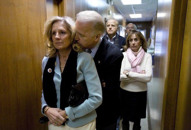 Ο Τζο Μπάιντεν ως διεκδικητής του χρίσματος των Δημοκρατικών για την προεδρία, με τη σύζυγό του τον Ιανουάριο του 2008