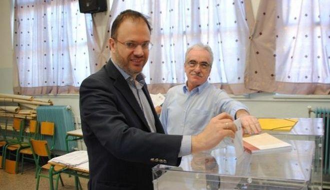 Θεοχαρόπουλος: Σήμερα ο ελληνικός λαός αποφασίζει μεταξύ προοδευτικής πολιτικής ή συντηρητικής στροφής