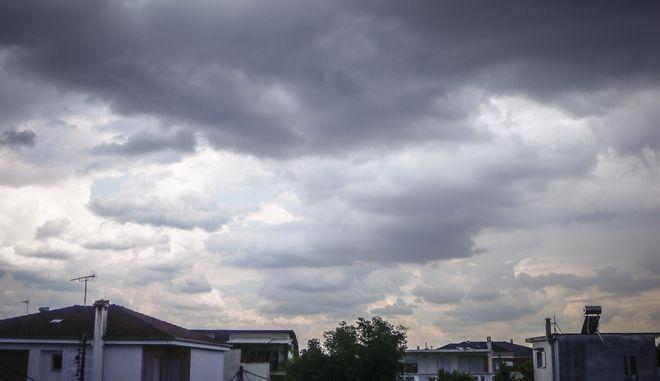 Σύννεφα καταιγίδας πάνω από την πόλη των Τρικάλων, Αρχείο