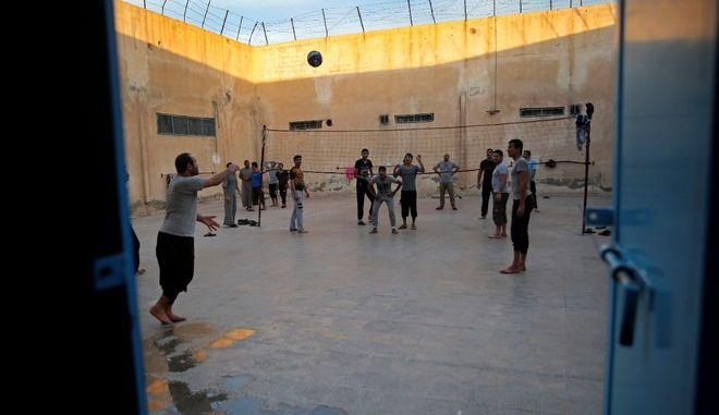 Συρία: Εξέγερση σε φυλακές - Απέδρασαν τζιχαντιστές του ISIS