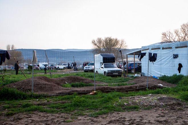 Οι σοροί των δύο παιδιών θα μεταφερθούν στην ιατροδικαστική υπηρεσία Αθηνών για τη διενέργεια νεκροψίας νεκροτομής