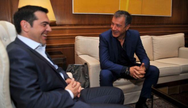Συνάντηση του πρωθυπουργού Αλέξη Τσίπρα με τον επικεφαλής του Ποταμιού Σταύρο Θεοδωράκη την Τρίτη 16 Ιουνίου 2015. (EUROKINISSI/ΤΑΤΙΑΝΑ ΜΠΟΛΑΡΗ)
