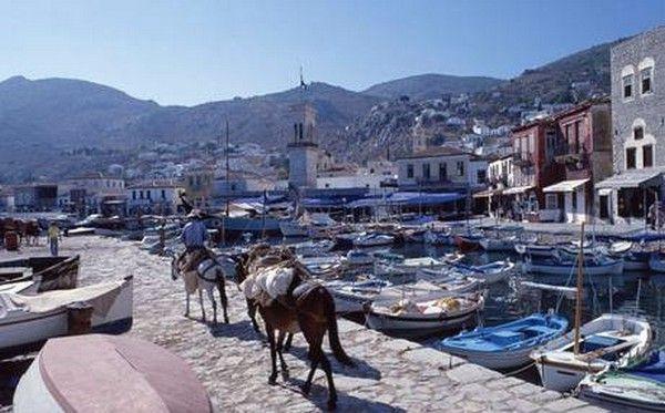 Τα 8 'ψαγμένα' ελληνικά νησιά που προτείνει η Telegraph