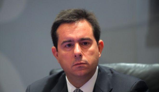 """ΑΘΗΝΑ-Ο Υφυπουργός Ανάπτυξης και Ανταγωνιστικότητας κ. Νότης Μηταράκης  μίλησε σήμερα Δευτέρα, 23 Σεπτεμβρίου 2013  στην  εκδήλωση που διοργανώνει ο Οργανισμός Invest in Greece, σε συνεργασία με το Υπουργείο Ανάπτυξης και Ανταγωνιστικότητας και το Υπουργείο Εσωτερικών, με θέμα: """"Άδειες Διαμονής υπηκόων τρίτων χωρών για στρατηγικές επενδύσεις και αγορά ακινήτων"""".(EUROKINISSI-ΚΩΣΤΑΣ ΚΑΤΩΜΕΡΗΣ)"""