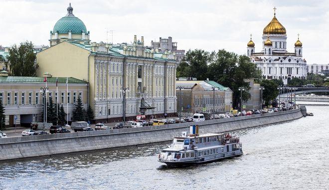 Ρωσία: 'Αιφνίδια' αύξηση του ΑΕΠ, χωρίς έξοδο από την κρίση