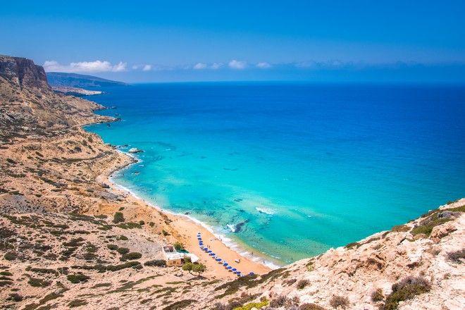 Η παραλία Κόκκινη Άμμος στα Μάταλα στην Κρήτη