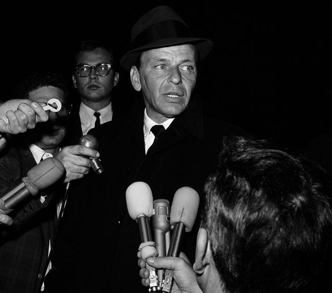 Δηλώσεις του Σινάτρα σε δημοσιογράφους μετά την επιστροφή του γιου του που τον είχαν απαγάγει, Δεκέμβρης 11, 1963.