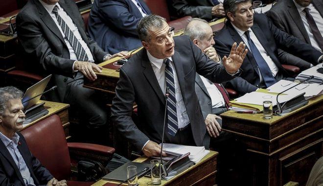 Δεν μίλησε στη Βουλή για Novartis ο Θεοδωράκης