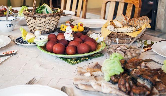 Πασχαλινό τραπέζι - Πόσες θερμίδες έχουν τα φαγητά του;