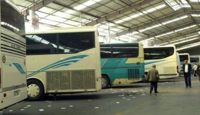 """Αλβανία: Δύο τραυματίες από επίθεση σε λεωφορείο της γραμμής """"Αθήνα- Τίρανα"""""""