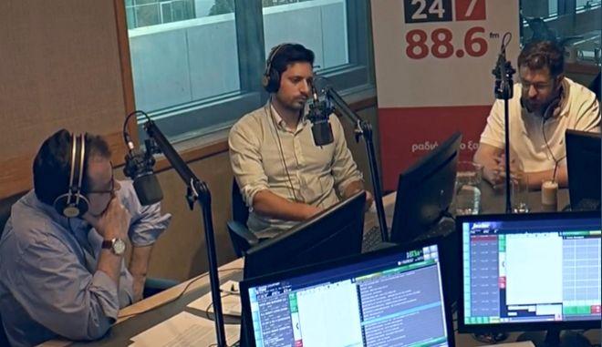 Ο διευθυντής της κοινοβουλευτικής ομάδας του Σύριζα κ. Κώστας Ζαχαριάδης και ο αναπληρωτής εκπρόσωπος τύπου της Νέας Δημοκρατίας Κ. Κωνσταντίνος Κυρανάκης στο Ραδιόφωνο 24/7