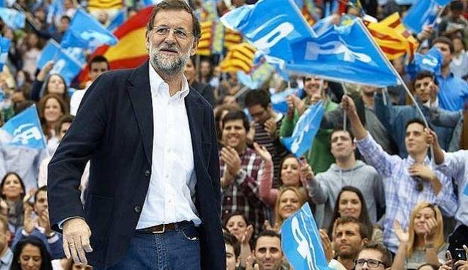 Η επόμενη μέρα στην Ισπανία. Ο Ραχόι δηλώνει έτοιμος να σχηματίσει κυβέρνηση