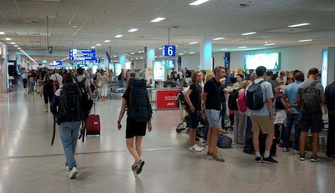 """Στιγμιότυπο από το αεροδρόμιο """"Ελ. Βενιζέλος"""""""