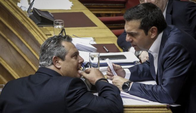 Ο πρωθυπουργός Αλέξης Τσίπρας και ο υπουργός Εθνικής Άμυνας Πάνος Καμμένος σε συνεδρίαση της Βουλής