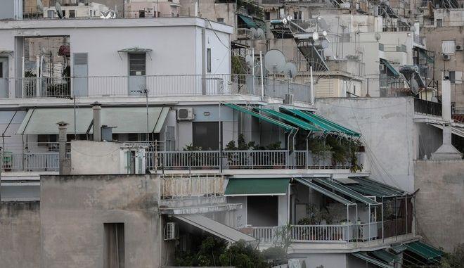 Πολυκατοικίες στην Αθήνα. (EUROKINISSI/ΣΤΕΛΙΟΣ ΜΙΣΙΝΑΣ)
