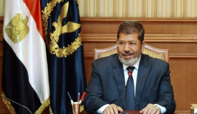 The Muslim Brotherhood's President-elect Mohamed Mursi attends a meeting with Egyptian police generals and Interior Minister Mohammed Ibrahim in Cairo June 26, 2012. REUTERS/Middle East News Agency (MENA)/Handout (EGYPT - Tags: POLITICS ELECTIONS) FOR EDITORIAL USE ONLY. NOT FOR SALE FOR MARKETING OR ADVERTISING CAMPAIGNS