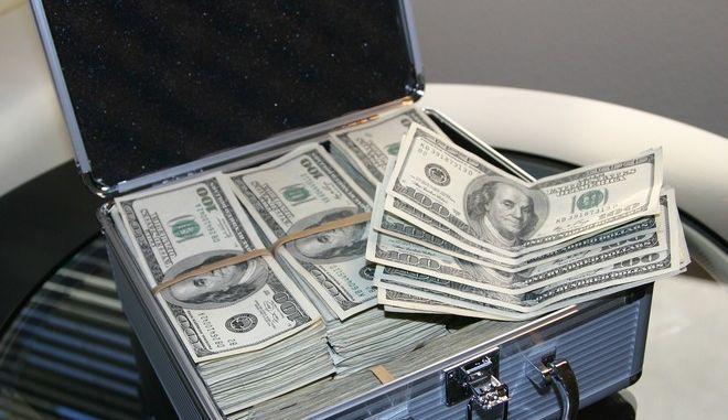 Εκατομμυριούχος ζει με 100 δολάρια το μήνα