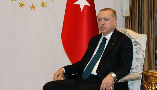 Η Τουρκία «παγώνει» τις έρευνες και αποσύρει το Oruc Reis
