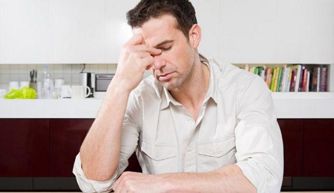 Γυναίκες, παντρεμένοι και ιδιωτικοί υπάλληλοι υποφέρουν από πονοκέφαλο